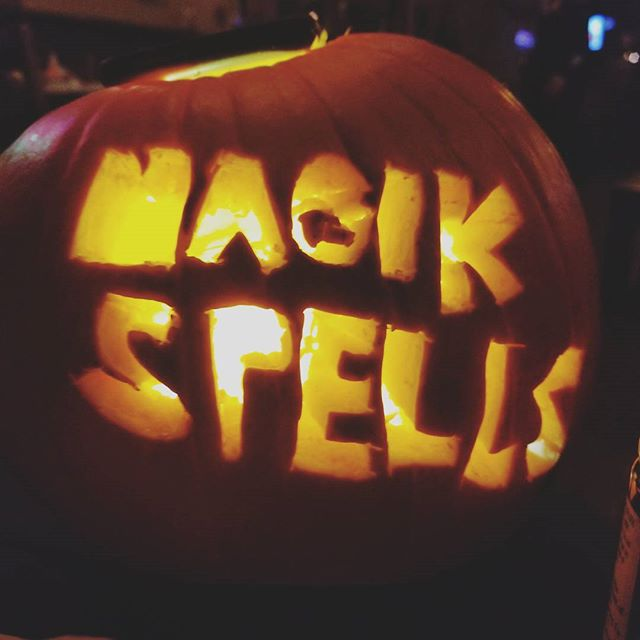 Happy Halloween ya little freaks!! 🍊 by @lisadean