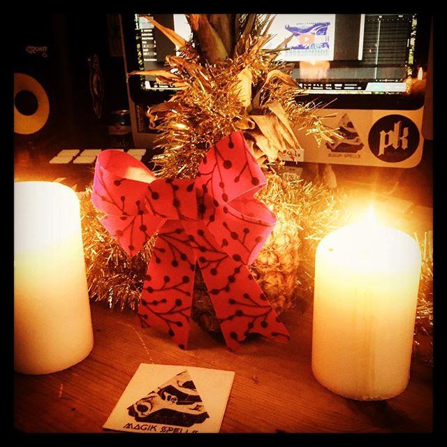 Merry Christmas, ya filthy animals.❄️🥂 #merrychristmas #christmastree #holidays #pinapple