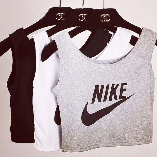 ellonlinefashionblog :     #dope #trill #l4l #hypebeast #new #fashion #beentrill #pyrex #kanye #hype #trend #trillfashion #clothes #streetwear #tags #like #asaprocky #follow #blog #fashionblog #givenchy #gold #blvck #kimkardashian