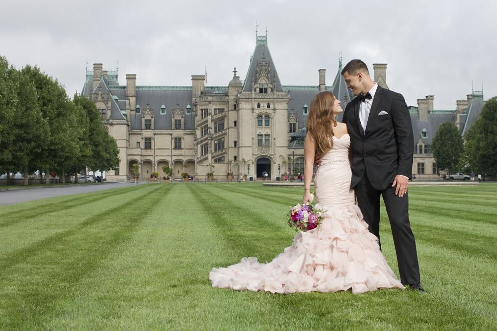 Danielle michael s biltmore estate wedding photos for Wedding dresses asheville nc