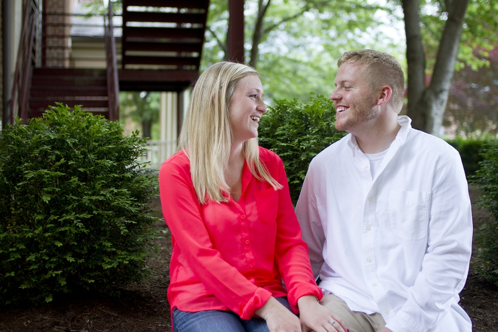 Roanoke-College-Engagement-Photos-_0012.jpg