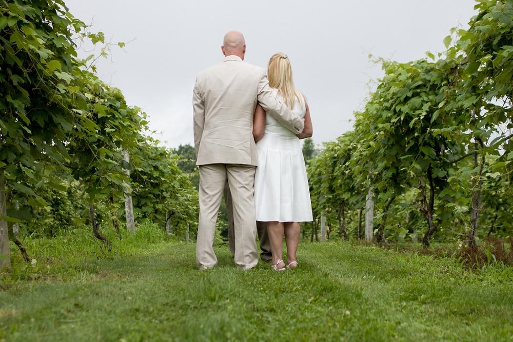 Chateau-Morrisette-Intimate-Vineyard-Wedding-Photos-_0002.jpg