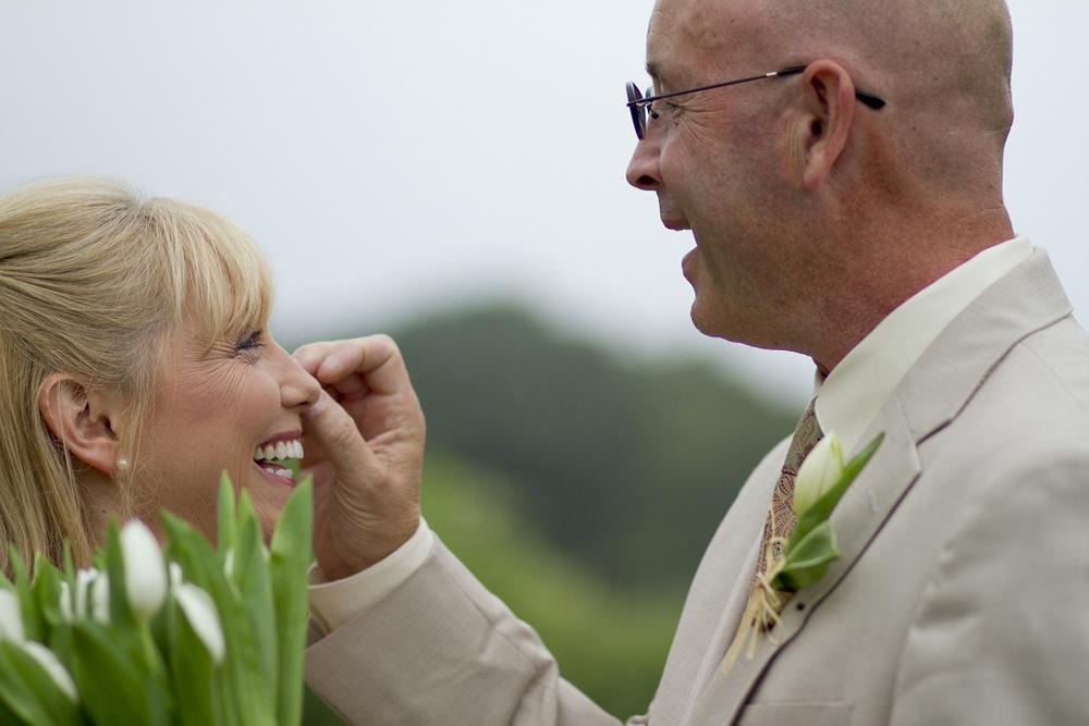 Chateau-Morrisette-Intimate-Vineyard-Wedding-Photos-_0010.jpg