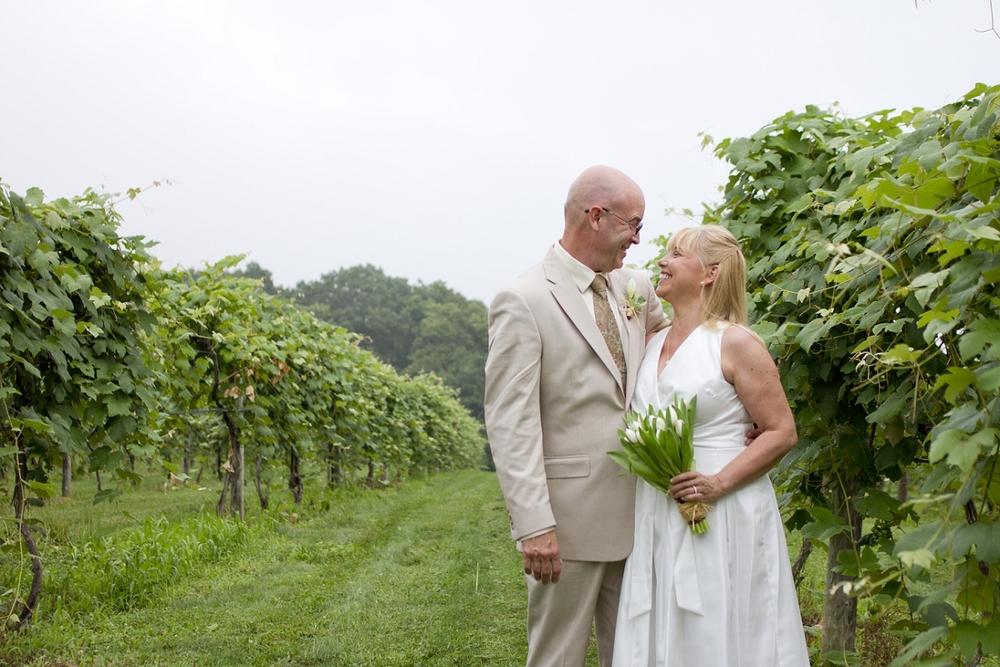 Chateau-Morrisette-Intimate-Vineyard-Wedding-Photos-_0011.jpg