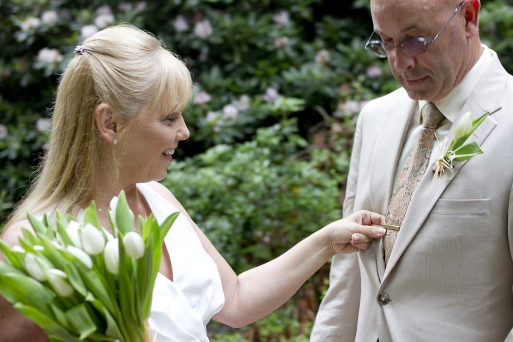 Chateau-Morrisette-Intimate-Vineyard-Wedding-Photos-_0014.jpg