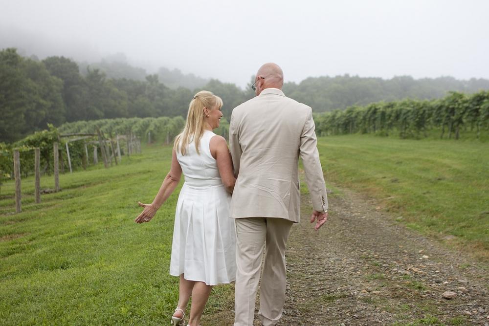 Chateau-Morrisette-Intimate-Vineyard-Wedding-Photos-_0017.jpg