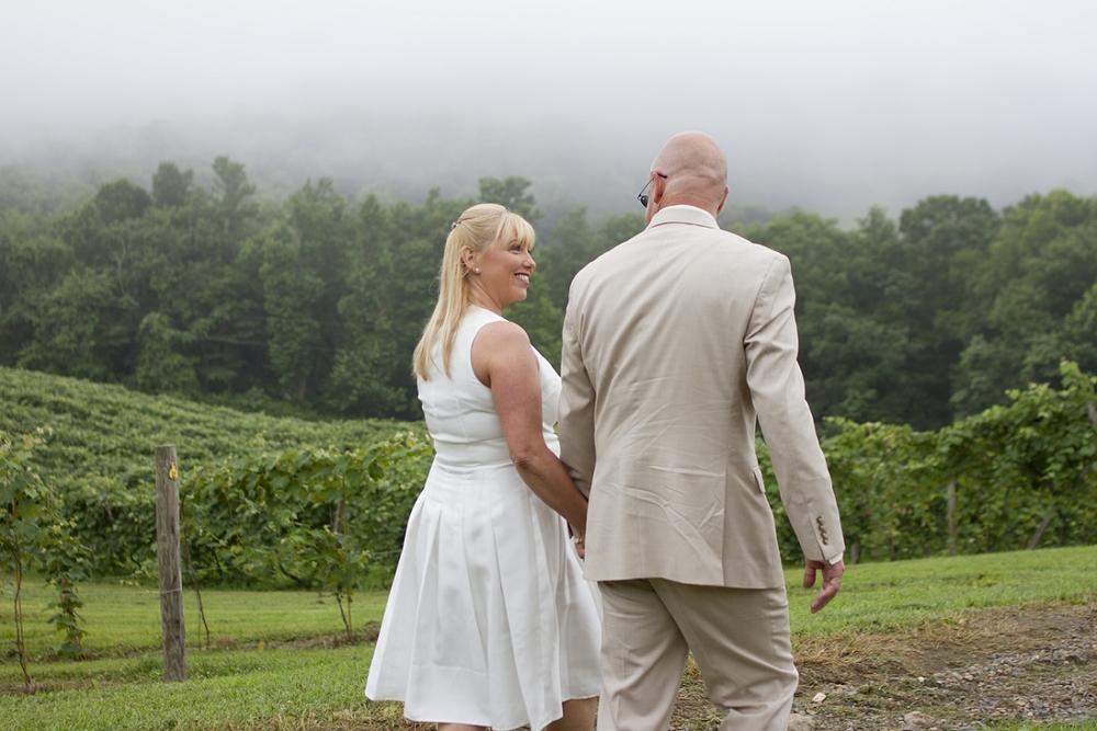 Chateau-Morrisette-Intimate-Vineyard-Wedding-Photos-_0018.jpg