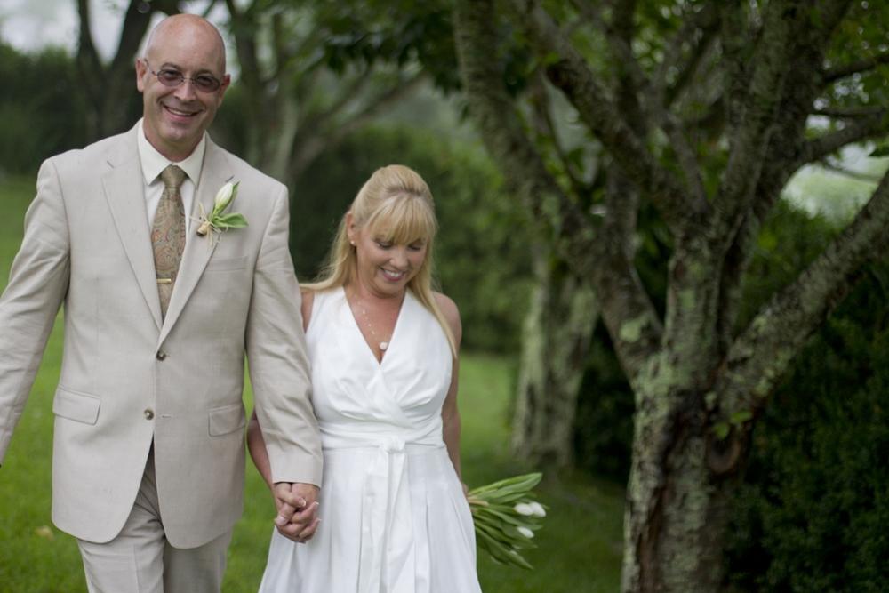 Chateau-Morrisette-Intimate-Vineyard-Wedding-Photos-_0025.jpg