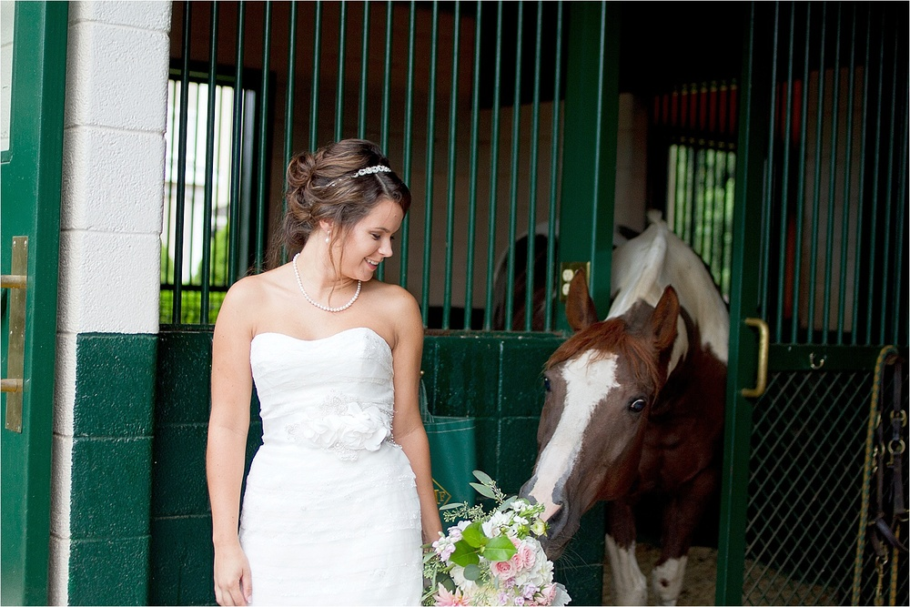 Horse-Farm-Bridal-Portraits_0013.jpg