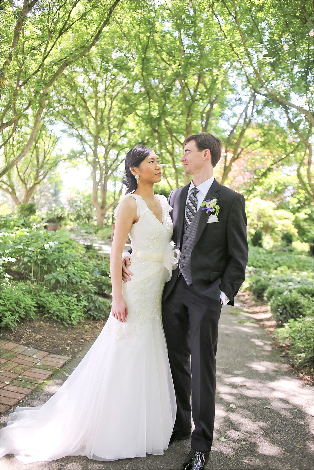 Hahn-Horticulture-Garden-Wedding-Photos-Virginia-Tech-Wedding-Photographer-_0014.jpg