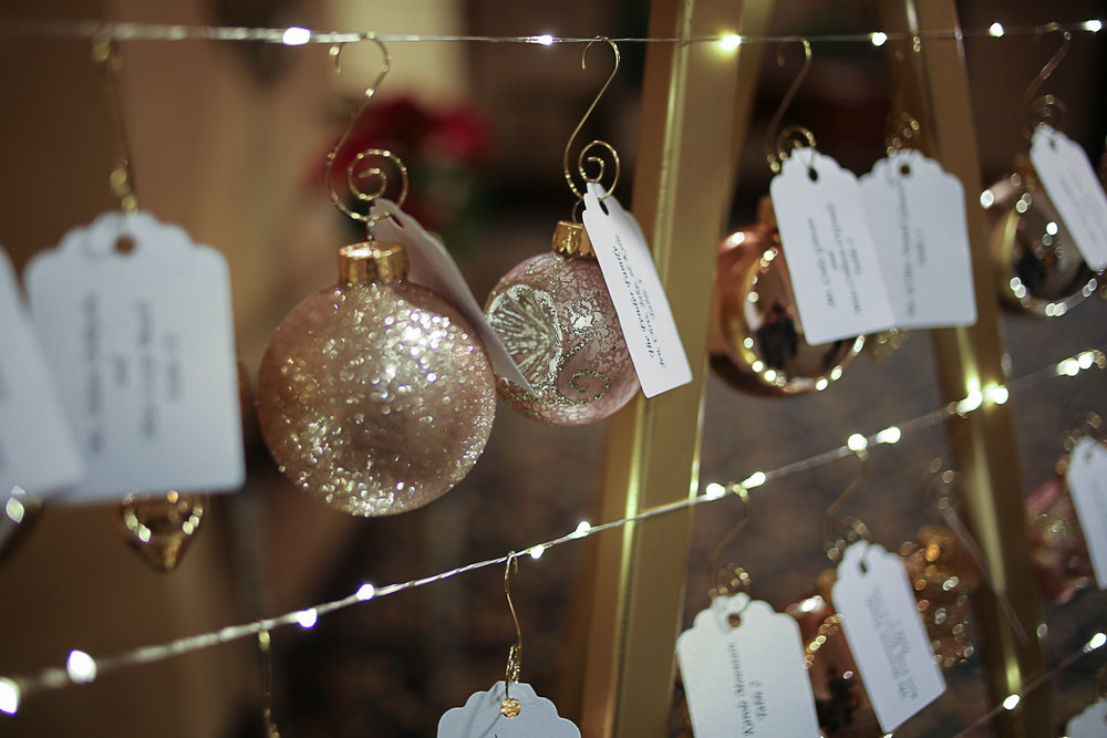 Christmas Themed Wedding at Hotel Roanoke | Roanoke, Virginia Wedding Photographer