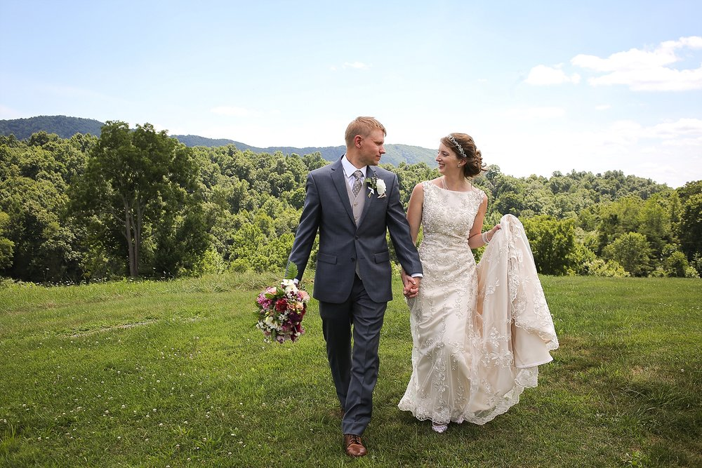 Jason + Cassie's Beliveau Estate Winery Wedding | Photo by Blacksburg, Virginia Wedding Photographer Holly Cromer