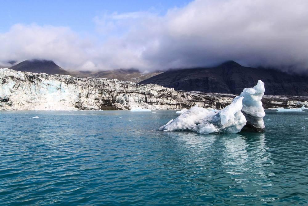 Il faisait étonnamment chaud à coté de ces glaciers. Tout est surréel là-bas de toute façon!