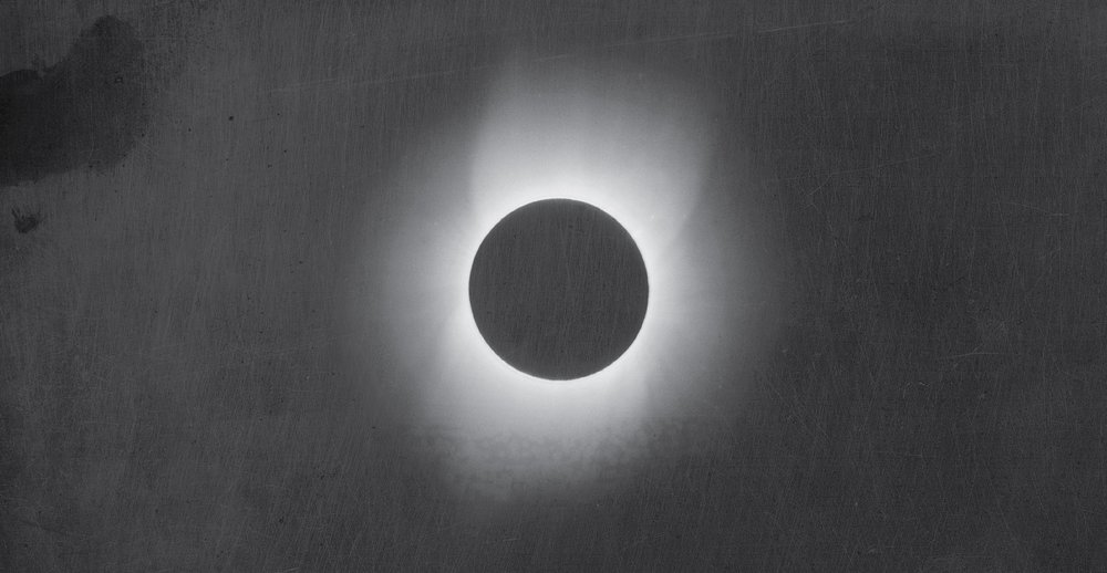 Thomas_Smillie_-_Smithsonian_Institution_-_Corona_of_the_Sun_during_a_Solar_Eclipse_(pd).jpg