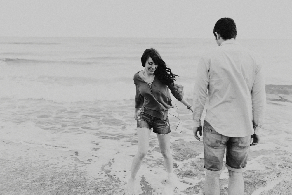 spain_beach_engagement-7.jpg