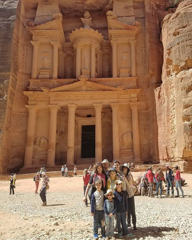 Guess who we bumped into!?! . #family #petra #thetreasury #lostcity #jordan #aqaba #latergram
