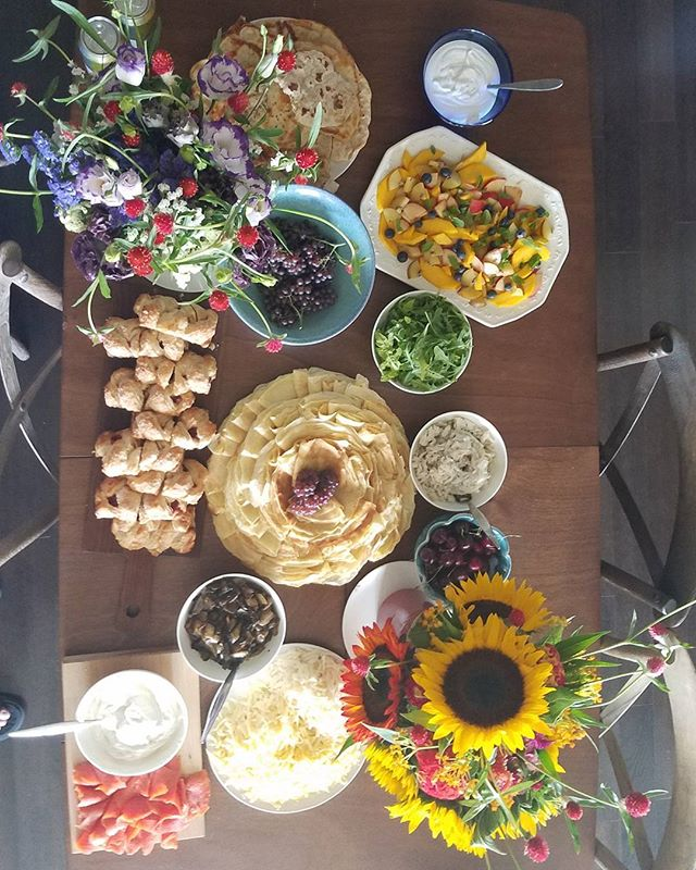Bounty... . #thanksgiving #happyholidays #brunch #crepes #smokedsalmon #flowers #freshbread #bread #fruitsalad #naan #cheese #mushrooms #champaigngrapes #danish