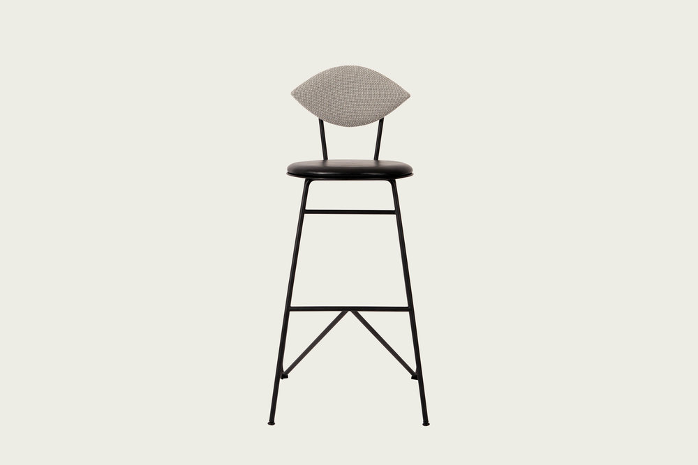 231111_1_AVENUE bar stool_black_fab1_highres kopier.jpg