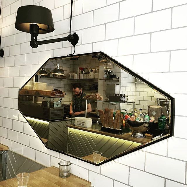 Our GRAND reflection mirror is still going strong at @henckellcph 💪