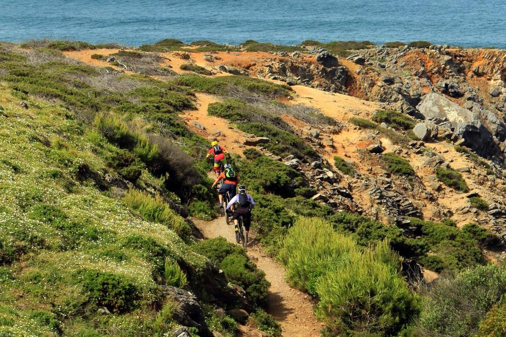 Flowige Trails gibt es viele in Portugal. Dieses mal sogar mit Meerblick.