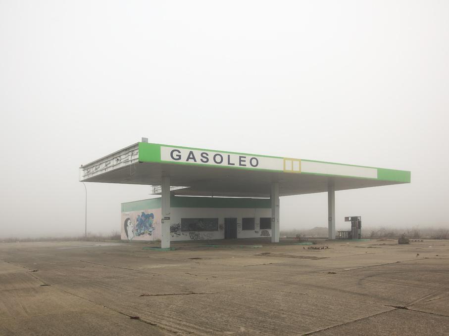 furtho :      Ibán Ramón's untitled photograph of an abandoned petrol station, Spain (by  ibán ramón )