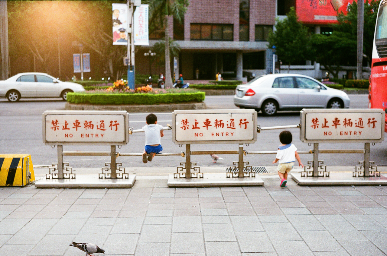 zdp-189 :     Kids just hanging out in Taipei