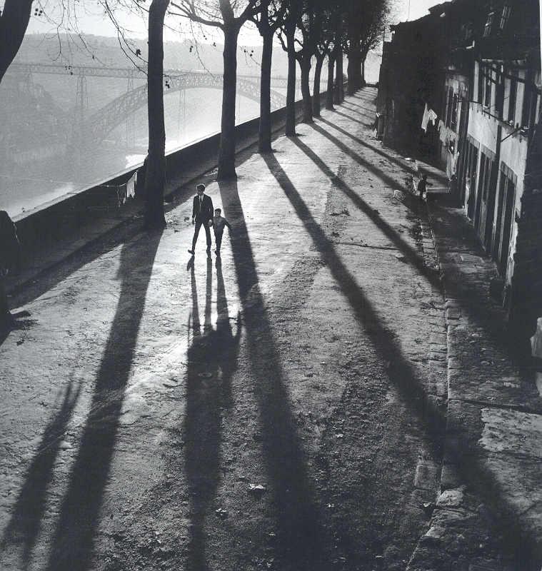 luzfosca :      Jorge Henriques       [Sunday Morning] Domingo de Manhã, Porto, Portugal, 1950-1970     From the Book  Domingo de Manhã  de Jorge Henriques