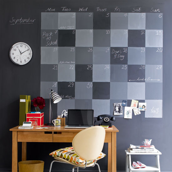 ohdearjane :      hippocrick :      classics :      gkojaxmeetsrebloggersuptown :      kari-shma :     Home office with blackboard wall | via:  House to Home          that's pretty sweet
