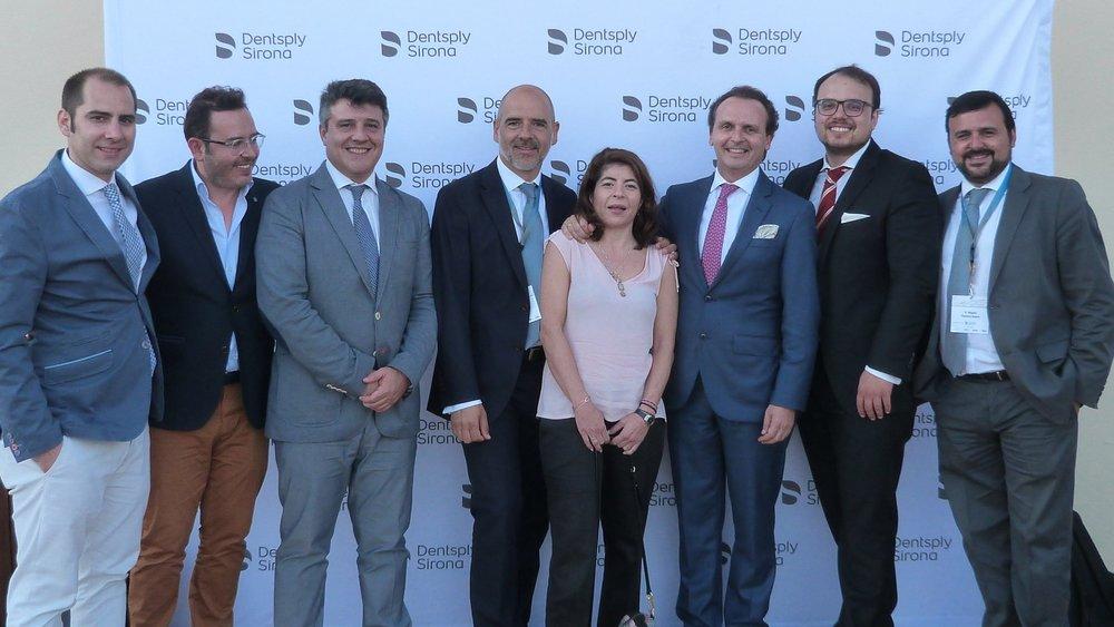 De izquierda a derecha: Dr. Antonio García, Dr. Antonio Liñares, Prof. David Herrera, Sr. Pepe Cantos (Denstply Sirona), Dra. Silvia Roldán, Dr. Manuel Bratos, Sr. Miguel Ventura (Dentsply Sirona)
