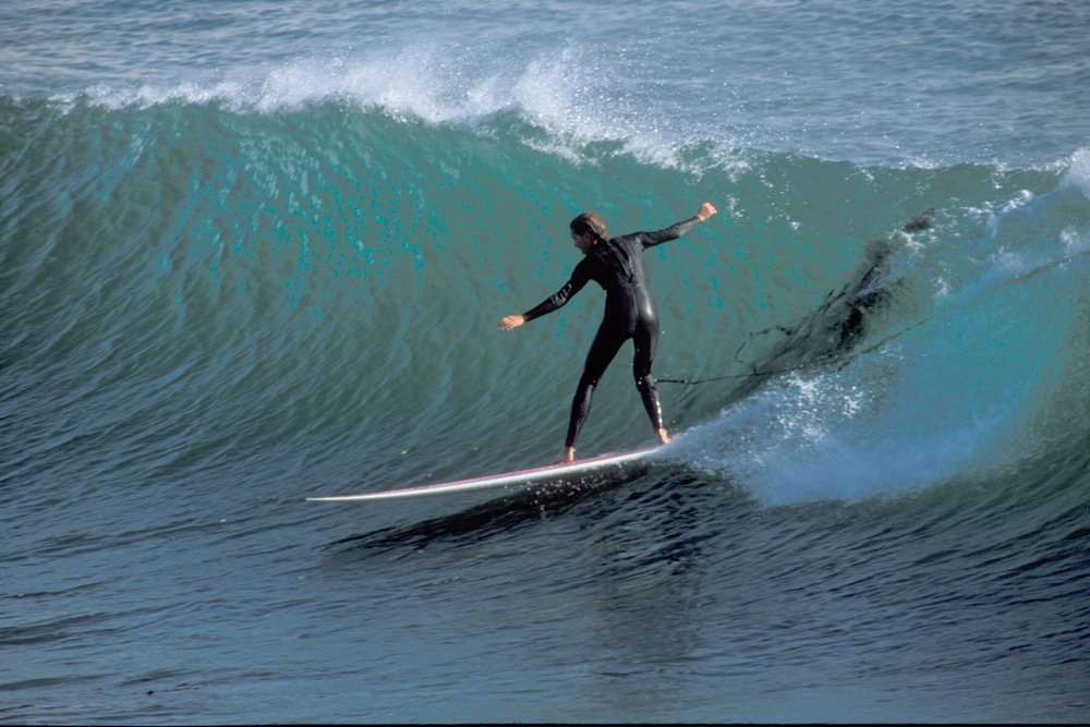 Julie dropping in on a wave at Steamer's Lane in 2006. Photo: Moonwalker