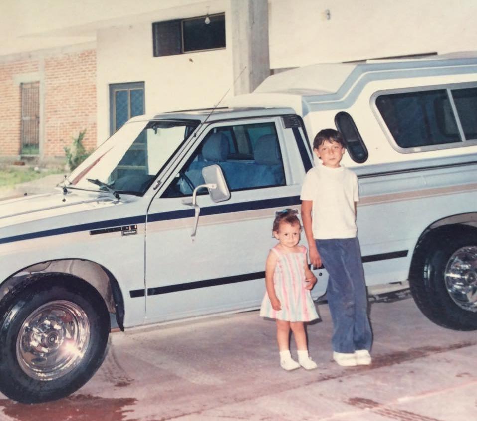 Y esta soy yo de niña con mi hermano :)