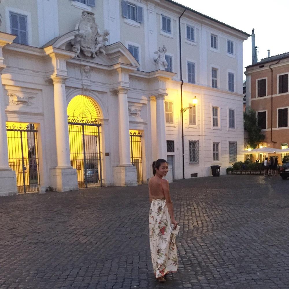 towards Roma Sparita - in the beautiful courtyard
