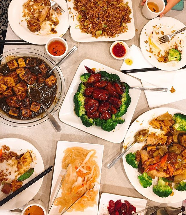 Not a sliver of meat can be found on this table tonight, but trust me, the calories are still very present. The Vegetarian General Tso was surprisingly delectable. Happy Borthday @burpees_and_samosas !!!#dinnerforthree #buddhabodai #nomeat #vegetables #chinese #healthykindof #nomnom #foodies #foodlover #followthefood #EEEEEATS #foodcoma #eater #noms #nyceats