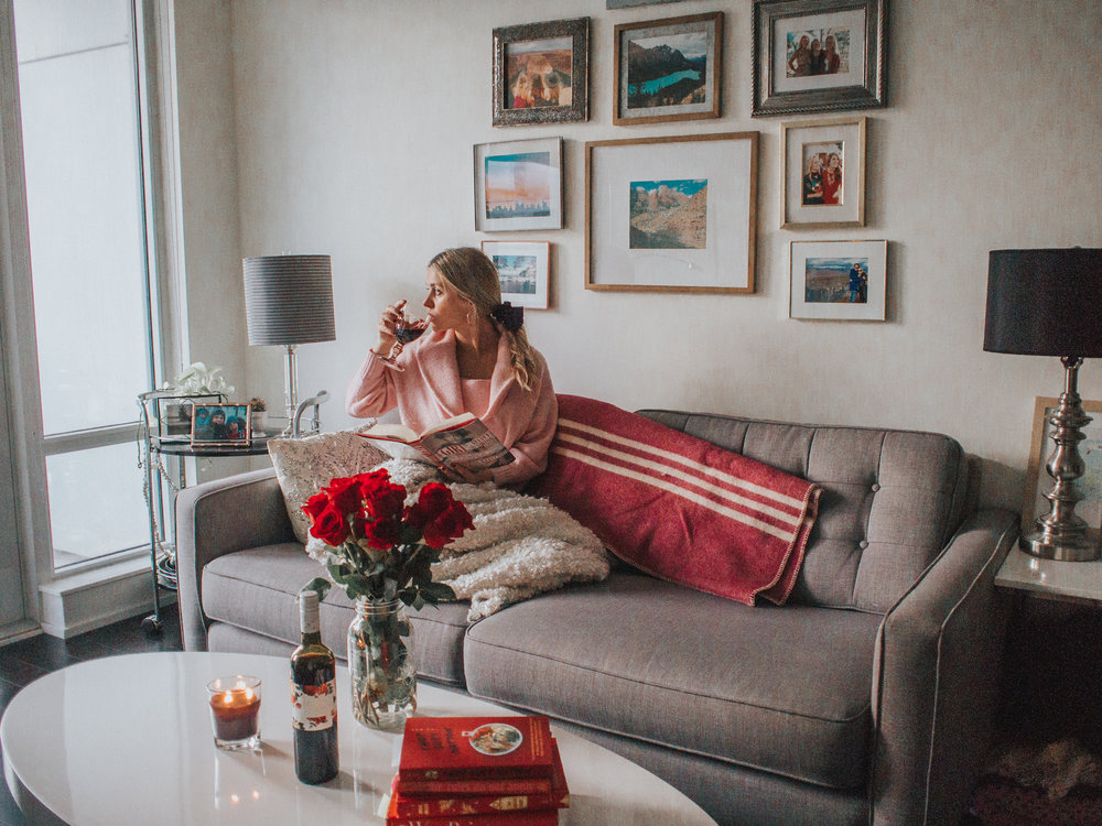 Valentine's Day - Bookstagram Inspiration - Galentine's Day - Anthropologie Home Inspiration - Gallery Wall