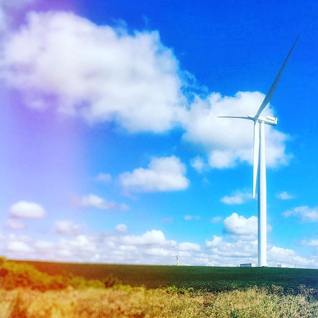 💨 #Indiana #windfarm #loniandpeteheadwest #bayarea #sanfrancisco #herewecome