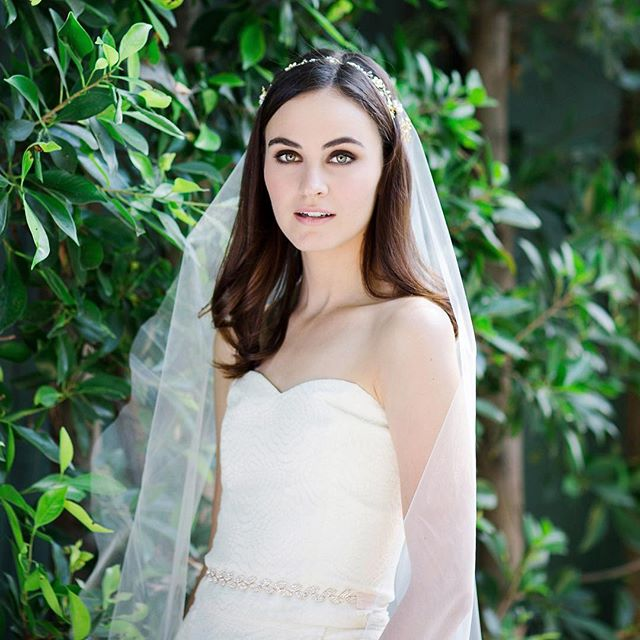 Feeling that spring vibe 🌿✨ photo @tonilarsenphoto makeup @pagebeauty veil, headpiece & belt @elleandjae dress @joannaaugust #elleandjae #bridalaccessories #bridalveil #bridalsash #weddinginspiration
