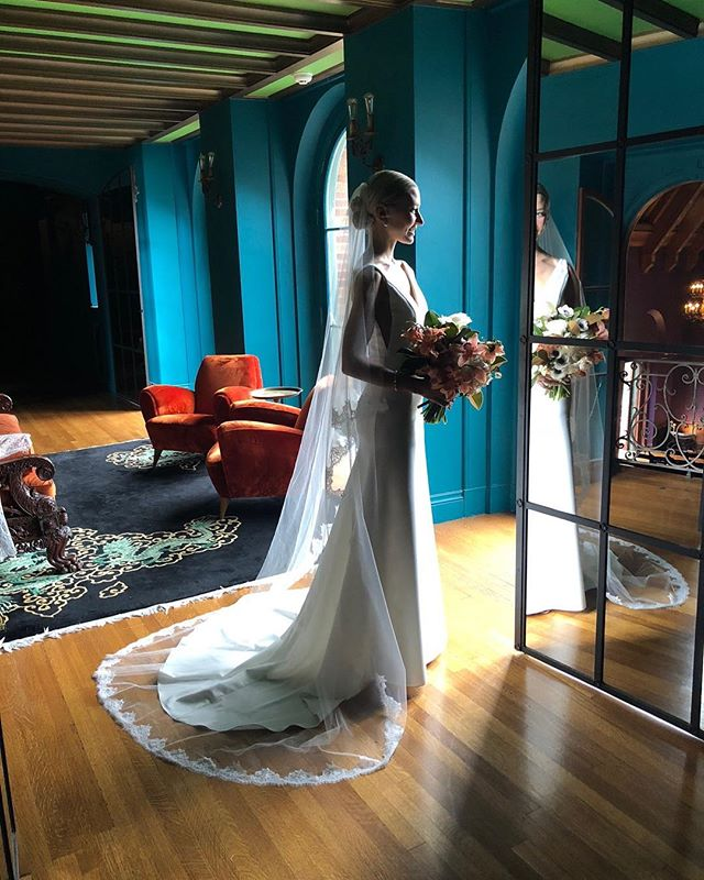 Congratulations to this beautiful bride, friend and former Elle & Jae model Courtney 💕 I made her floral lace cathedral veil & custom lace topper, paired so perfectly with her @sarahseven gown. 😘 @courtneykw #elleandjae #realbride #bridalaccessories #cathedralveil #bridaltop