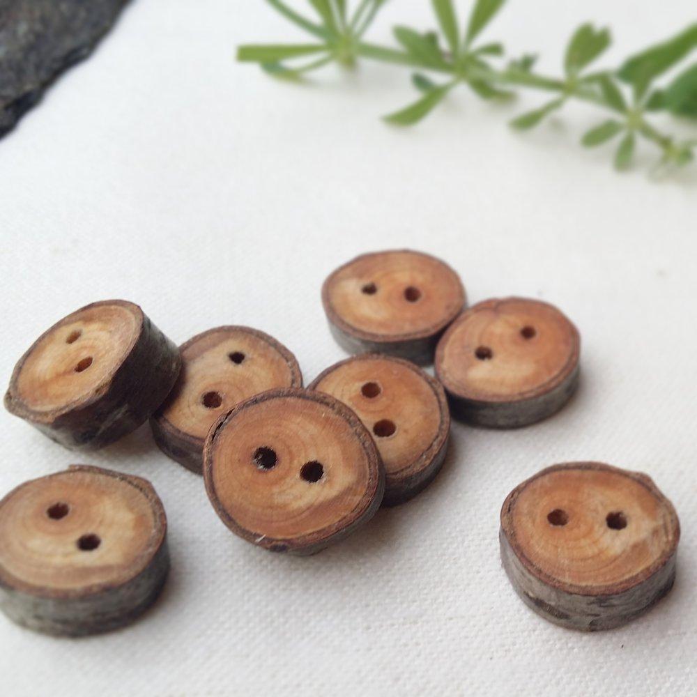 botons-fusta-pirineus-petit-taller-de-muntanya.jpg