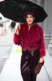 ladywithbrolly2.jpg