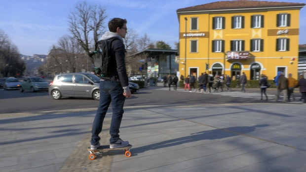 Riding the Bolt is easy as playing a videogame. Just stand on the board and give one small push, then use the controller to adjust speed. With really little practice anyone can travel with Bolt