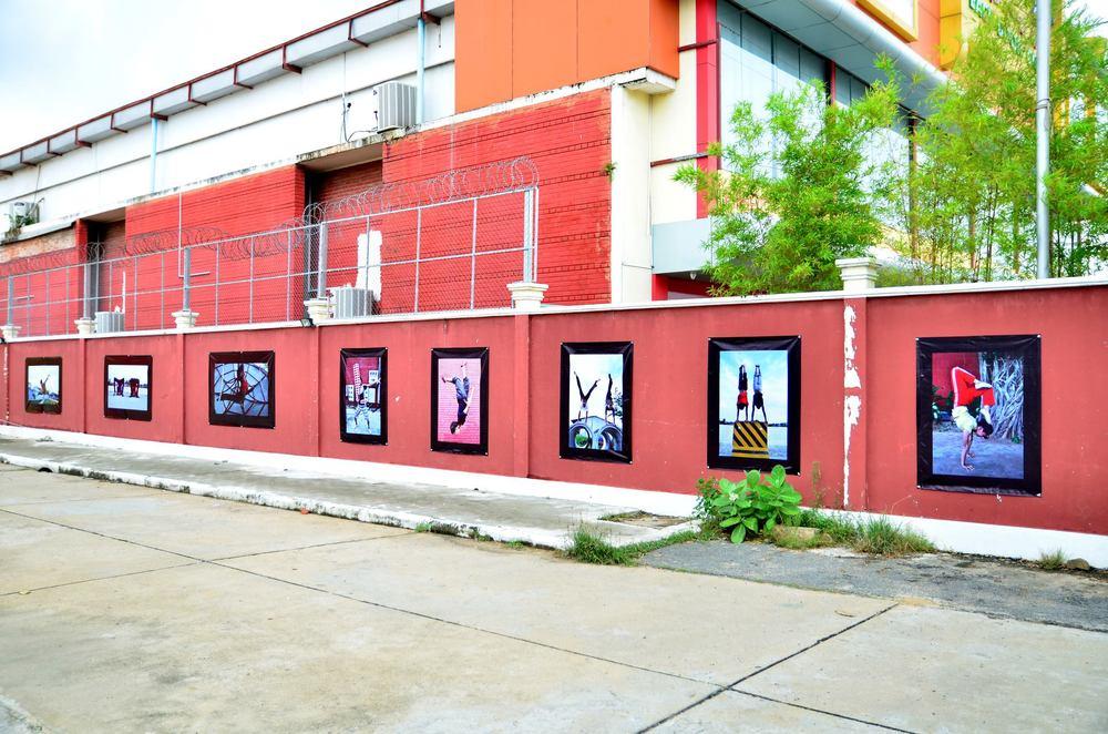 Exposition realiséeau Cambodge en Septembre 2013 devant l'école de cirque.
