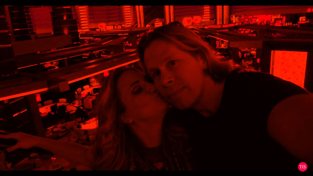 Kisses and Happiness in Planet Hollywood