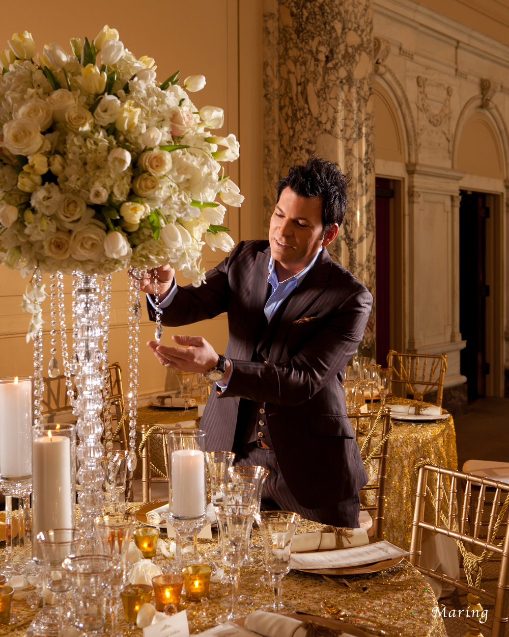 David Tutera putting the finishing touches on a gorgeous design - photo by MARING VISUALS