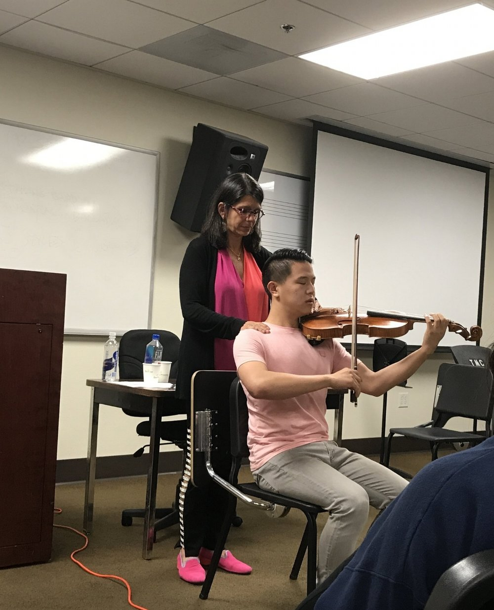 Pamela Frank working with a viola student at USC to find better alignment. The entire class agreed that when his setup was more efficient his sound was even more gorgeous.