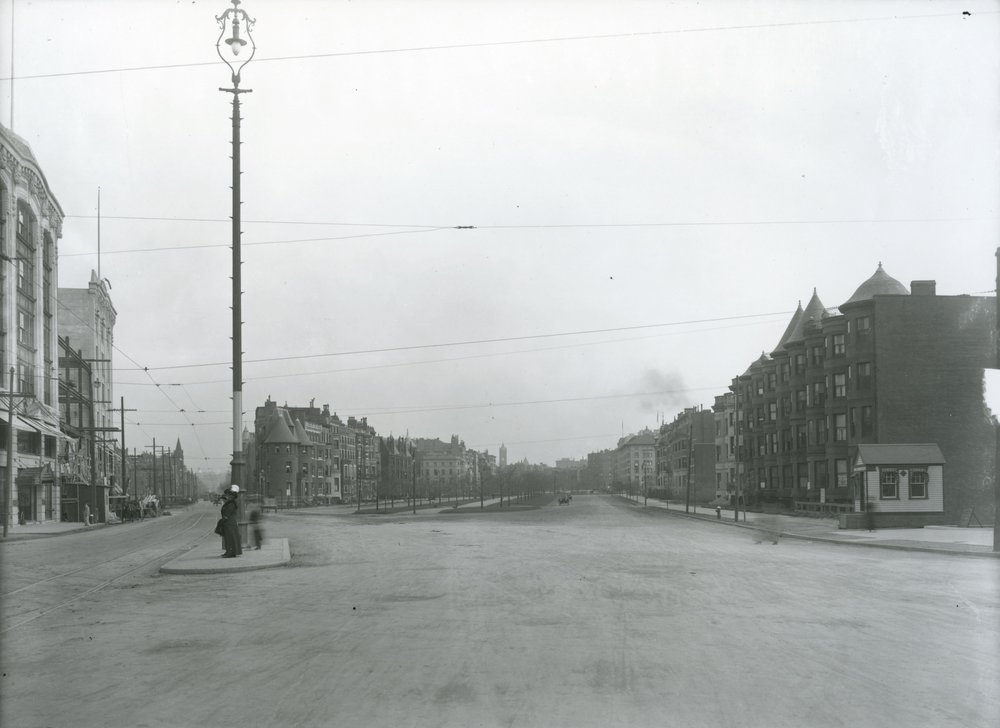 Looking down Beacon Street and Commonwealth Avenue from corner of Brookline Avenue, Kenmore Square  By City of Boston Archives from West Roxbury, United States