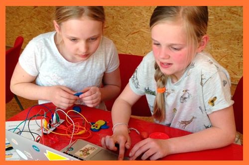 Makey Makey werkt samen met de Scratch programeeromgeving
