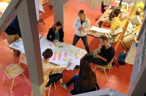 Leraren tijdens een training