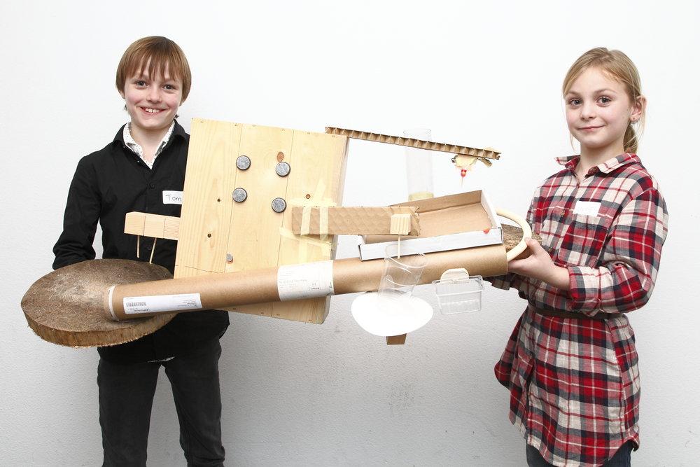 Een huishoudelijk apparaat dat kan de plastic, koffie en puin up-cyclen