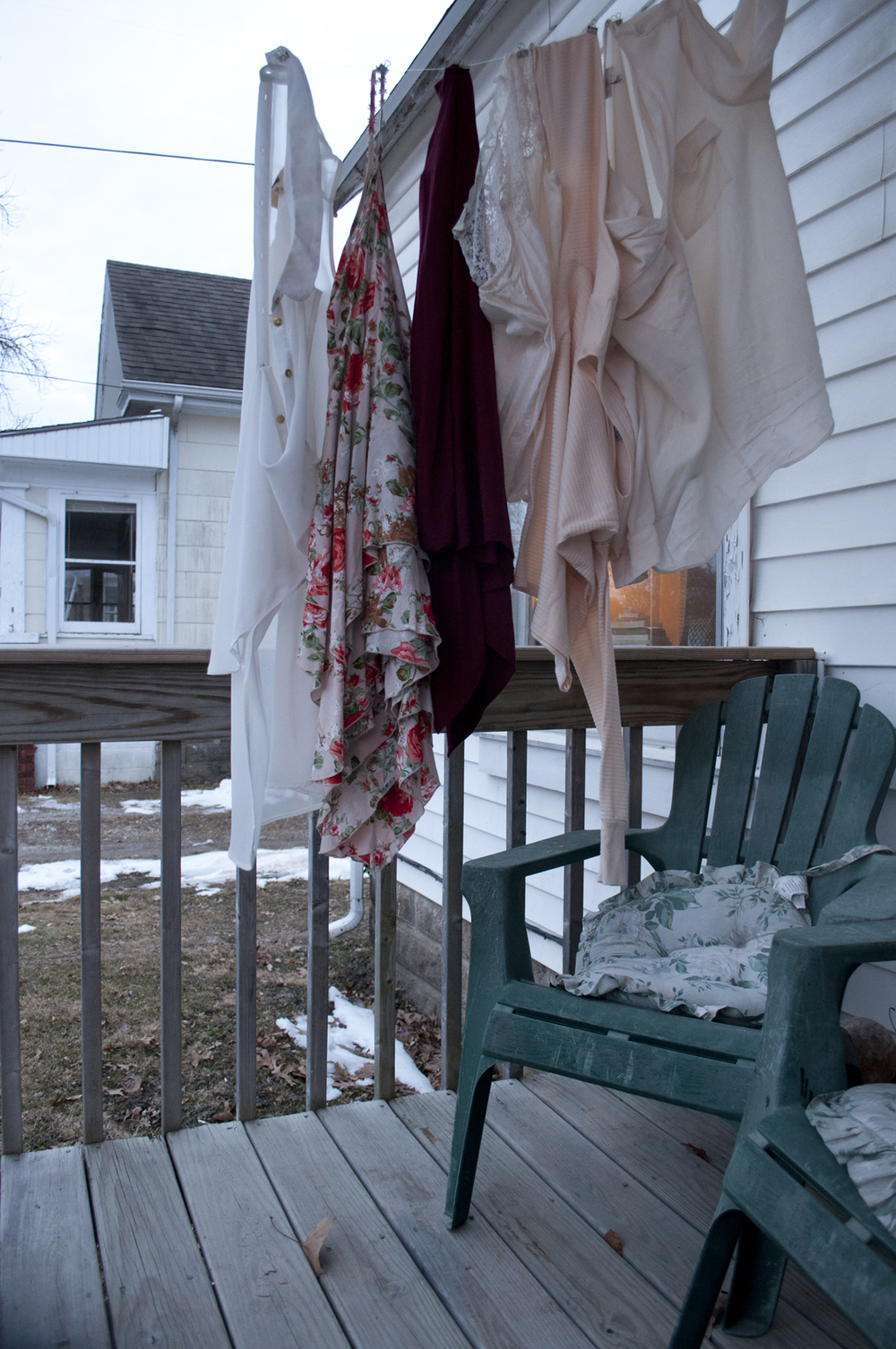 porch_clothesline_small.jpg