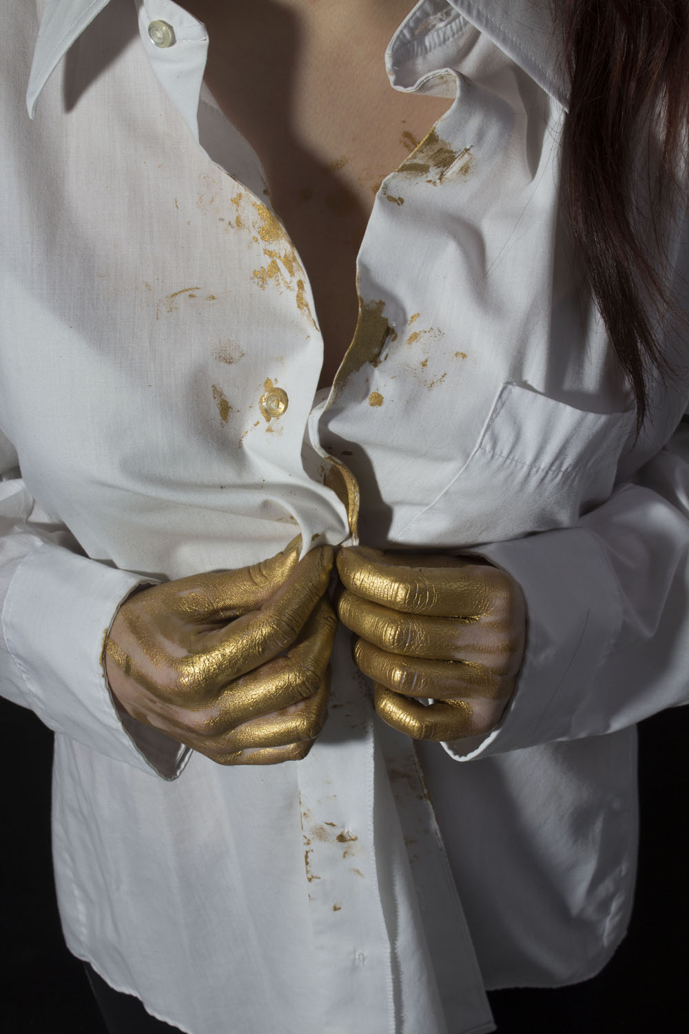 whiteshirt_goldhand_energy